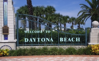 Betty Jack Devine And Tona Are Hy To Present This Fun Guide Daytona Beach For An Visitors Florida Everybody Else Looking